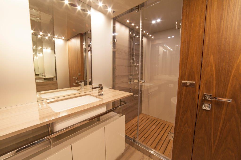 Amer Cento Quad Vip-bathroom-1