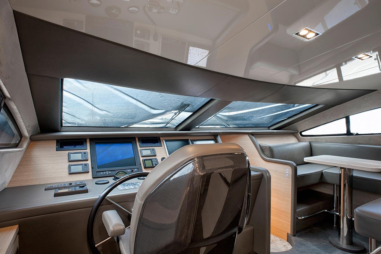 Amer Yacht, Amer 92, Amer-ica TIMONERIA-WHEELHOUSE2