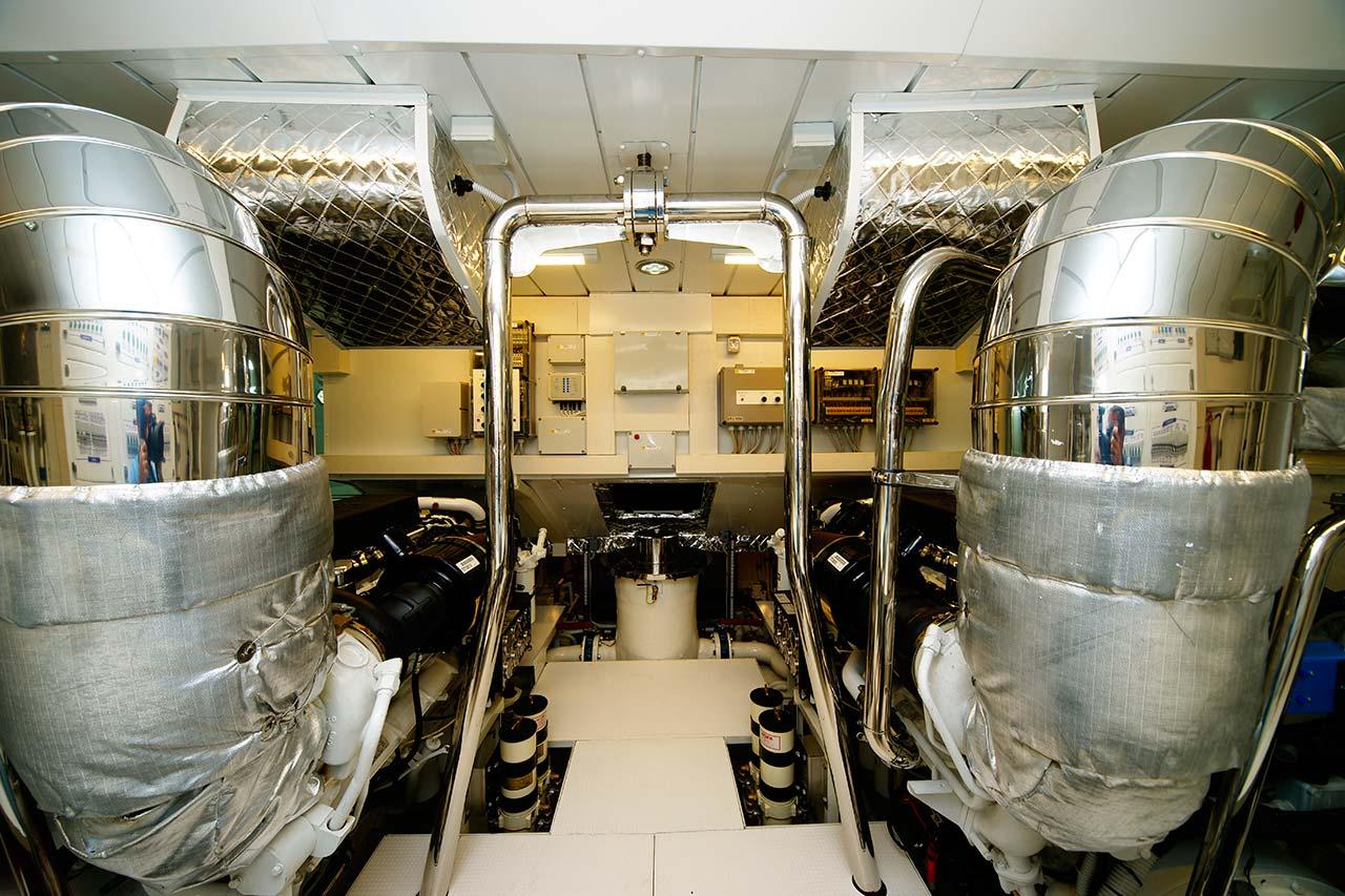 Amer Yachts - Amer 116 SALA-MOTORI-ENGINE-ROOM